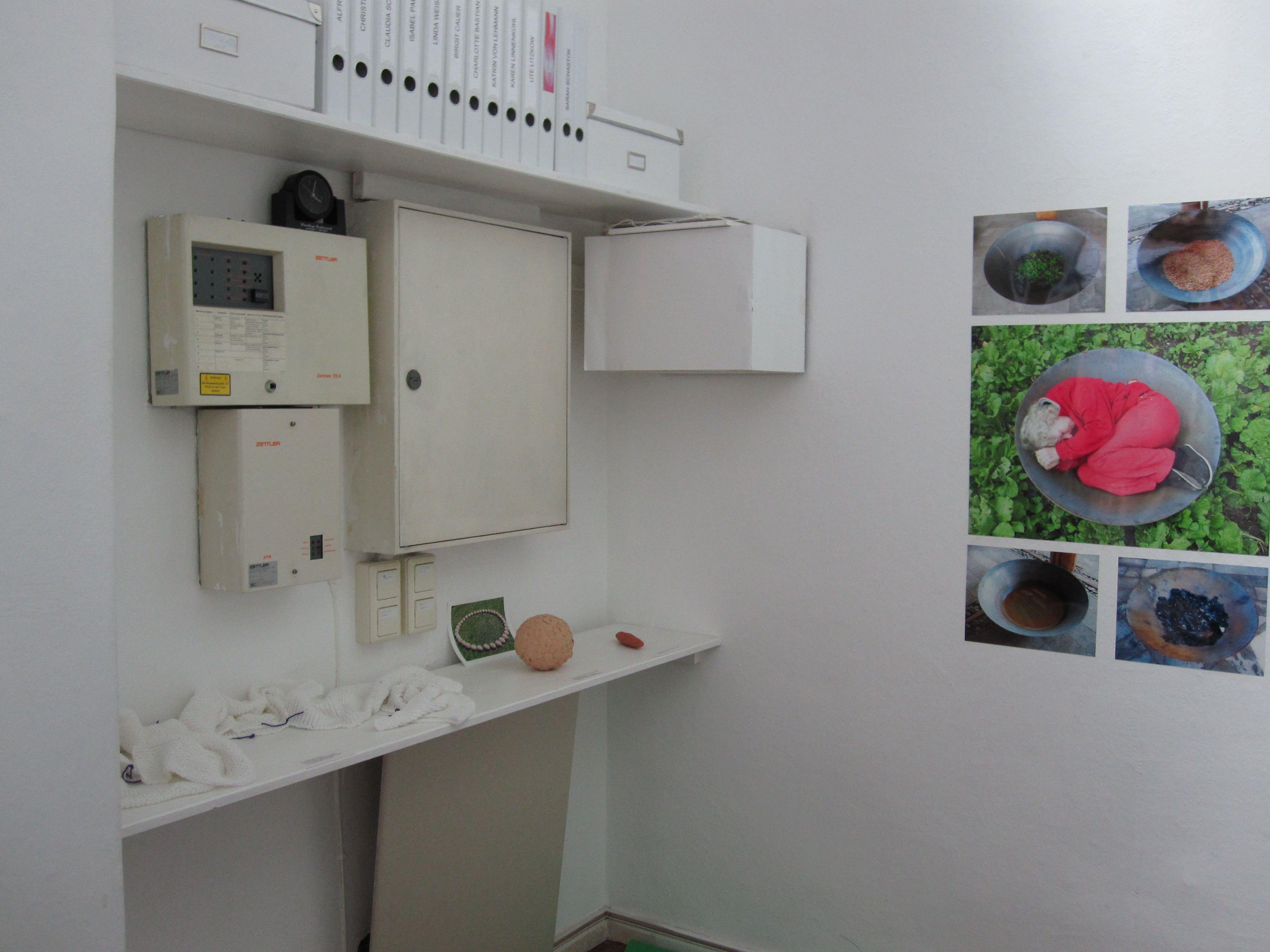 """""""Was vom Reisen übrig bleibt"""", Ausstellung bei Scotty 2010              """"What remains from traveling"""", exhibition Scotty Art space 2011"""